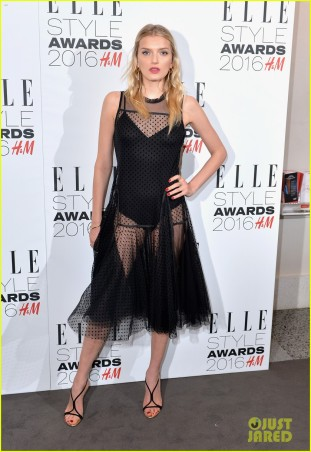 karlie-kloss-lana-del-rey-win-big-at-elle-style-awards-08