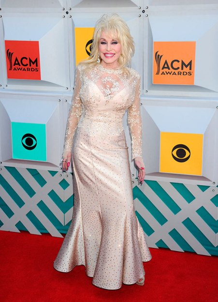 red-carpet-acm-awards-2016-academy-of-country-music-dolly-parton1